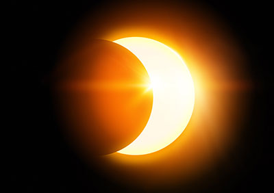 A Solar Eclipse: inspiration from an illusion?