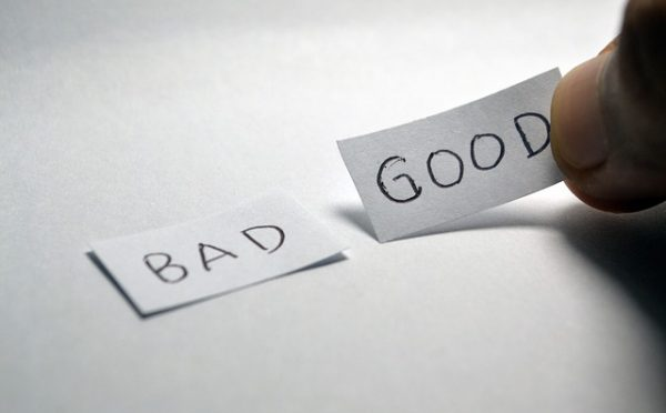 two pieces of paper one with the word bad the other with the word good, suggesting a choice